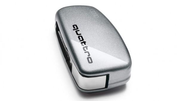 Audi - lackierte Schlüsselblende mit quattro Schriftzug, florettsilber